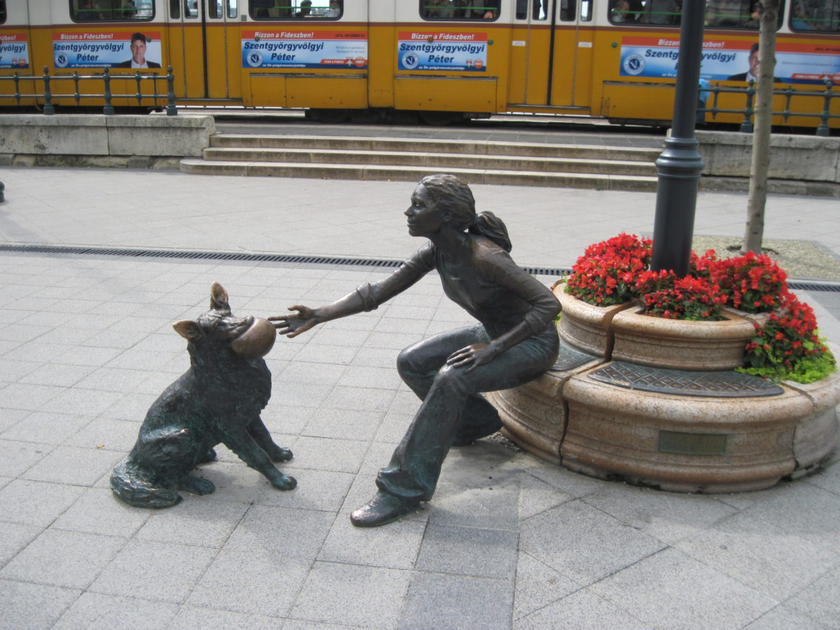 Statue of a girl with dog